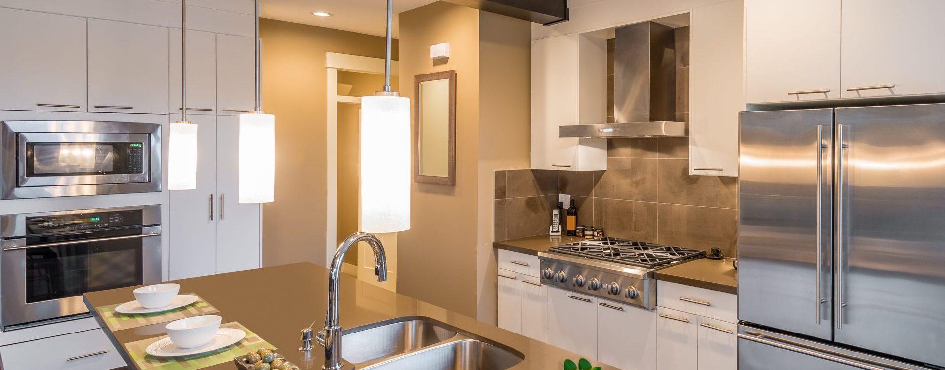 Montáž vstavaných kuchynských elektrospotrebičov a svietidiel